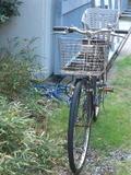 阪急梅田駅近くにある梅田東学習センター体育館正門横に駐輪した私の自転車《正面から;070110撮影》