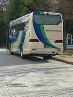 広島サンプラザの敷地内に駐車していた、広島県外向け合唱団員募集応募者を乗せたと思われる「商都交通」所有の大型バス《071215撮影》