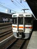 名古屋駅13番のりばに入線してきた313系3000番台2両編成による普通亀山行。これに乗って紀伊半島1周に備えた《070119撮影》