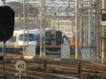 今朝(5月28日の朝5時台)の高安南車庫の様子から。アーバンライナー車の隣に阪神9000系電車(相直対応施工済み車両編成)が停まっているのが見える《車両前面にかかってしまっている物がありますが、何卒ご容赦を…》