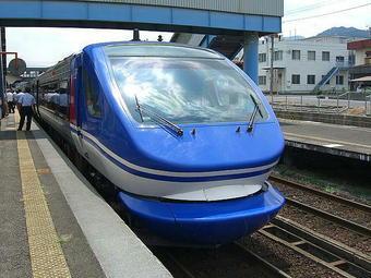 智頭駅に停車中の試乗列車の最後尾車両(鳥取方先頭車両)の前面部分。この車両の座席が私に割り当てられた