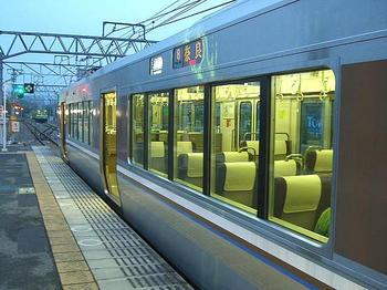 おおさか東線経由奈良行き直通快速。1両目(8号車)の中間くらいの位置から前方に向けて撮影《080915撮影》