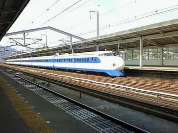 三原駅新幹線上りホームに停車中の0系車両による「こだま638号」新大阪行《081011撮影》