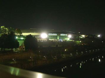 大阪城ホール前を流れる川に架かる橋の上からとらえた同ホールの姿。また来年!《081207撮影》