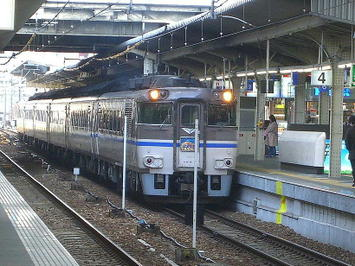 大阪駅4番のりばに入線した、181系特急型気動車による播但線経由浜坂行き特急「はまかぜ1号」《081220撮影》