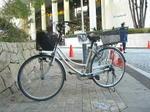 私の自転車。ザ・シンフォニーホール正面玄関からほど近いところに停めて撮影しました《081228終演後に撮影》