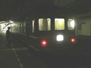 """未明の広島駅1番のりばに停車した下り寝台特急""""ふじぶさ""""(「富士」+「はやぶさ」)熊本・大分行《081221撮影》"""