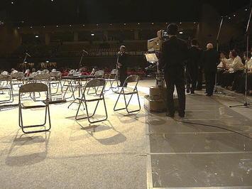 中国放送(RCC)社長挨拶。このあとに「第九ひろしま2008」合唱団団長が姿を現して乾杯の音頭をとった《081221撮影》