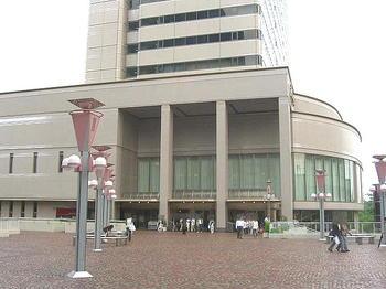 いずみシンフォニエッタ大阪・第22回定期が終演となり、会場をあとにする聴衆たち《090613撮影》