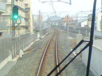 おおさか東線・JR河内永和駅から久宝寺方向を望む。放出行き普通電車が対向してきていた《車内前面展望で;090613撮影》
