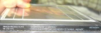 CD本体の背表紙部分。ここにもチェコ語で歌唱した旨の記載は見当たらず《090707撮影》