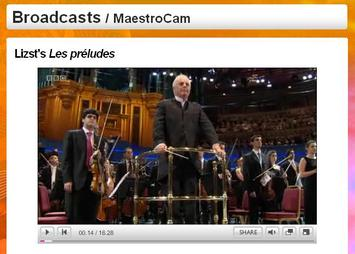 更に場面が進んで、指揮者バレンボイムが聴衆に向かって一礼しようとする場面