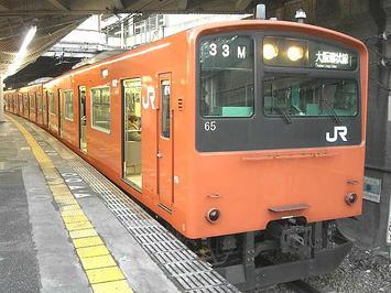 総合リハーサル当日、天王寺から乗車した大阪環状線・内回り電車《201系電車》。これで大阪城ホール最寄駅「大阪城公園」に向かった。