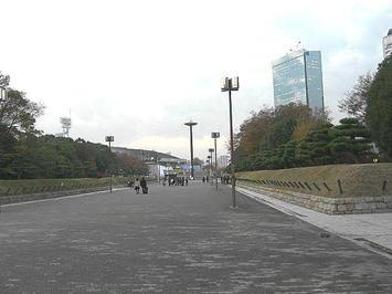 大阪城ホールにつながるプロムナード。既に人は疎らになっていた