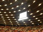 大阪城ホールの天井からつり下げられた大型モニターに映る「1万人の第九」のロゴ《光の加減から見えづらいですが…;091206ゲネプロ終了直後に撮影》