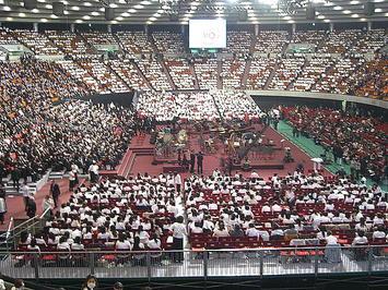 公演本番を前にした大阪城ホール場内の風景。ソプラノ領域(真横)から《091206休憩中に撮影》
