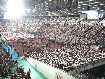公演本番を前にした大阪城ホール場内の風景。アルト領域から《091206休憩中に撮影》