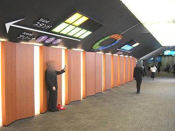 大阪城ホール北玄関エントランスロビー。合唱参加者用出入口《091206撮影》