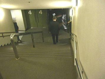 舞台アリーナに通ずる階段。いよいよ公演本番《091206撮影》