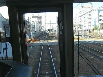 摂津本山駅を通過しようとする播州赤穂行き新快速。前面展望《091219撮影》