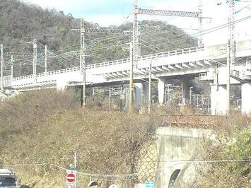 進行方向右手方向に分かれていく山陽新幹線高架と山陽本線線路《091219撮影》