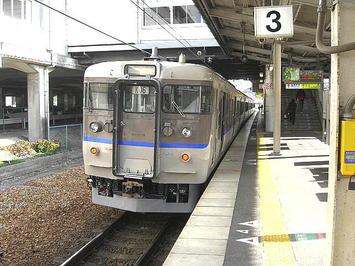 相生駅3番のりばにて播州赤穂からの我々の到着を待っていてくれた三原行き普通列車《091219撮影》