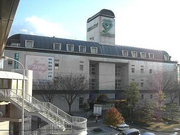 広島サンプラザ正面部。「第九ひろしま」等で使われるホール棟はこの奥に位置している《091219撮影》