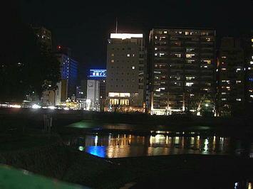 「城南通り」沿い、京橋川の辺に建つホテル「フレックス(FLEX)」。一昨年(2008年)の「第九ひろしま」合唱参加に際しての広島市内滞在時に於ける一夜の宿としてお世話になった《091219撮影》