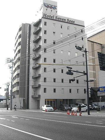 昨年(2009年)の一夜の宿となったビジネスホテル「セブンシーズ」外観。広島駅側からとらえたもの《091220撮影》