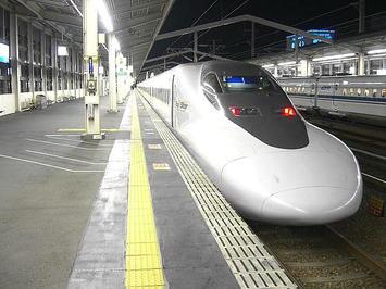 岡山から姫路までの約20分間、停車駅1駅間のみお世話になった「ひかり584号(レールスター)」。最後尾から《091220撮影》