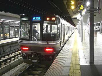 姫路から乗車した、野洲行き新快速。姫路22:56始発。以前は土休日ダイヤに於いてこの時間帯に新快速の設定は無かった《091220撮影》