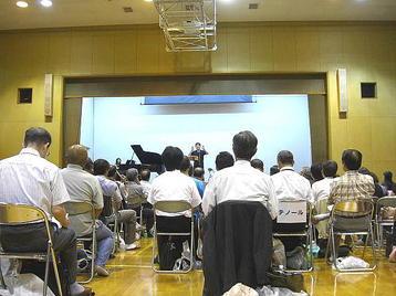 講話中の「大阪5」クラスの担任・有元正人先生《100916撮影》