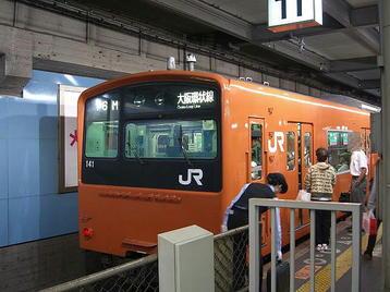 3回目レッスンを受けるべく天王寺から乗車した大阪環状線・外回り電車。最後尾車両《101014撮影》