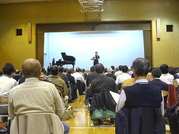 「大阪5」クラス・5回目レッスン風景。初めに第1部合唱参加曲のレッスンを簡単に行い、そのあと本題の「第九」レッスンに移った《11月11日撮影》
