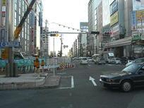 近鉄前交差点にて。大阪府道30号線(谷町筋→あべの筋)をぶち抜く地点でもある《101204撮影》