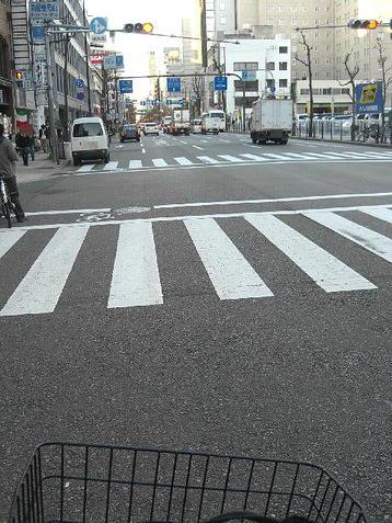 南郵便局前交差点にて。「南郵便局」とはこの交差点の手前左手に構えている大阪南郵便局を指す《101204撮影》