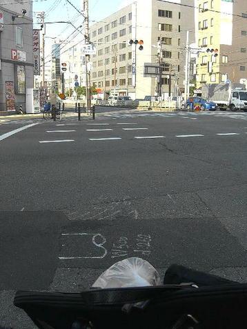 大阪市東成区の玉津1丁目交差点にて。あともう少しだが不安も募る《101205撮影》