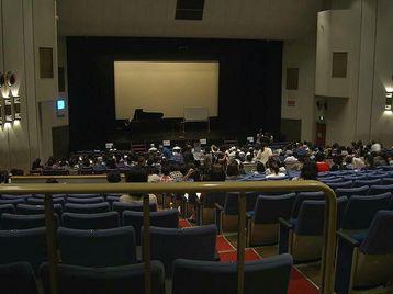 「エル・シアター」内部の様子。レッスン開講当日、私はテノール・パート領域内の前から2列目の席に座った《110915レッスン休憩中に撮影》