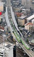 来年3月の開業を前に始まったJRおおさか東線の訓練運転=29日午前、大阪市平野区で、本社ヘリから《写真出典:朝日新聞Web版(asahi.com)・2007年12月30日=17時18分付け掲載写真》