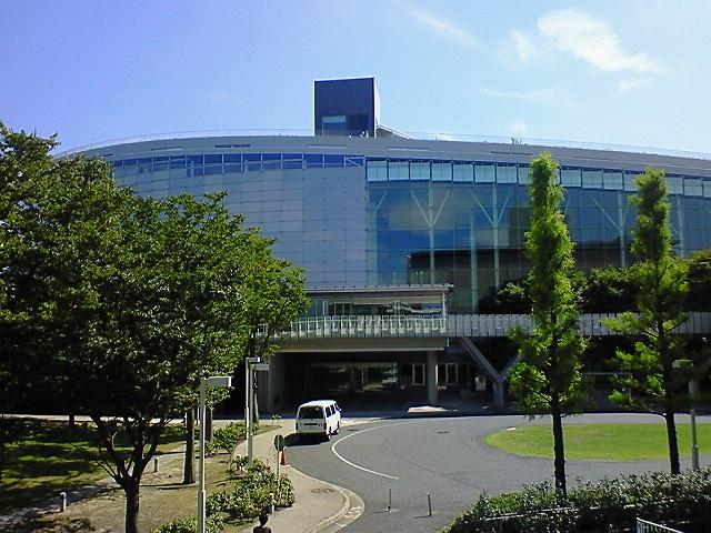 新潟市民芸術文化会館「りゅーとぴあ」外観(西側玄関)《080920新潟県民会館前から撮影》