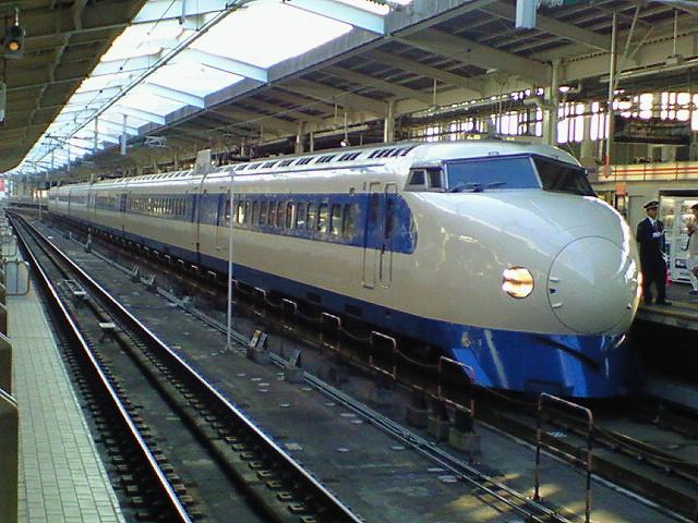 新大阪駅20番線に停車中の0系新幹線車両による「こだま639号」《081018撮影》